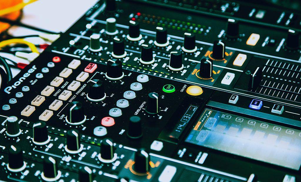 Tienda falsa equipamiento DJ – Nadie da duros a 4 pesetas